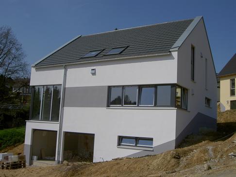 Haus in odenthal g busch kurz vor fertigstellung varia kg for Modernes haus in hanglage